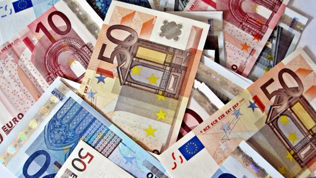 euros_banknotes_eurozone_single_currency_ecb_euro_opt_1_620x350